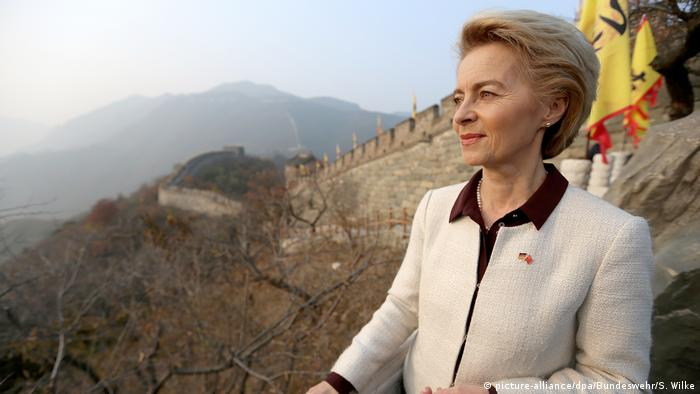 Verteidigungsministerin Ursula von der Leyen in China (picture-alliance/dpa/Bundeswehr/S. Wilke)
