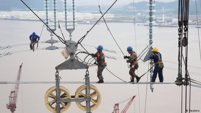 BdTD Bild des Tages Deutsch Arbeiter in Zhoushan (Reuters)
