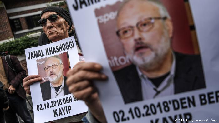 Protesters in Istanbul after the disappearance of Jamal Khashoggi