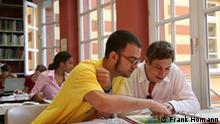 Studenten in der Bibliothek der Universität Bonn