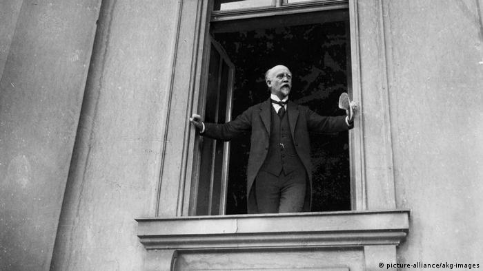 Novemberrevolution 1918 - Rede Scheidemanns (picture-alliance/akg-images)
