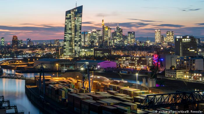 Frankfurt Skyline (pictue-alliance/dpa/B. Roessler)