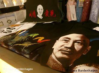 T-Shirt mit Foto von Chiang Kai-Shek (Foto: Klaus Bardenhagen)