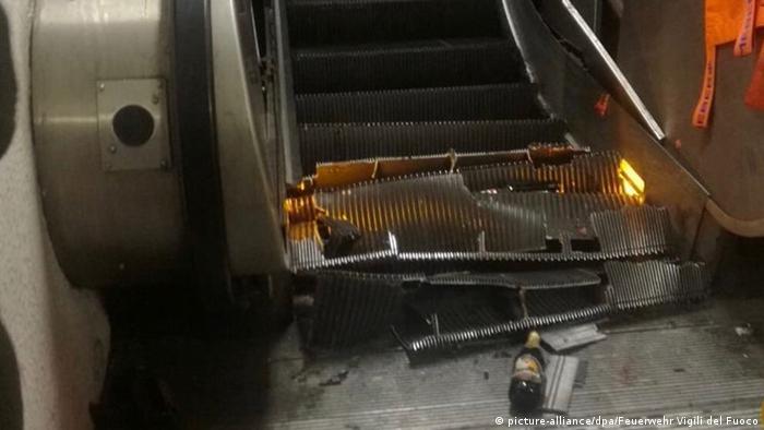 Collapsed escalator in Rome (picture-alliance/dpa/Fire service Vigili del Fuoco)