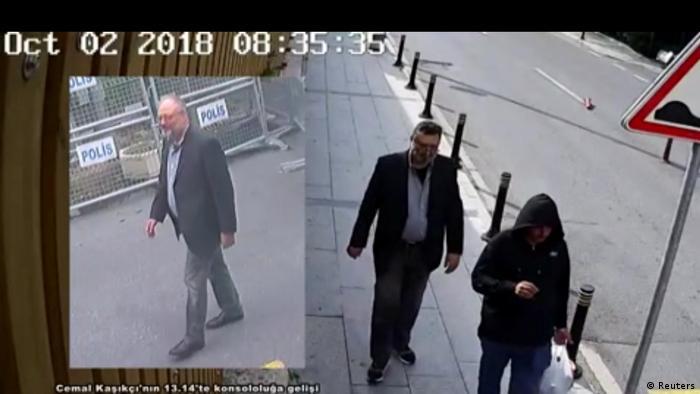 Cemal Kaşıkçı'nın (solda) öldürülmesinin ardından Suudi gazetecinin kıyafetlerini giydiği iddia edilen bir kişi (sağda) başkonsolosluk binasından çıkarken görüntülenmişti.