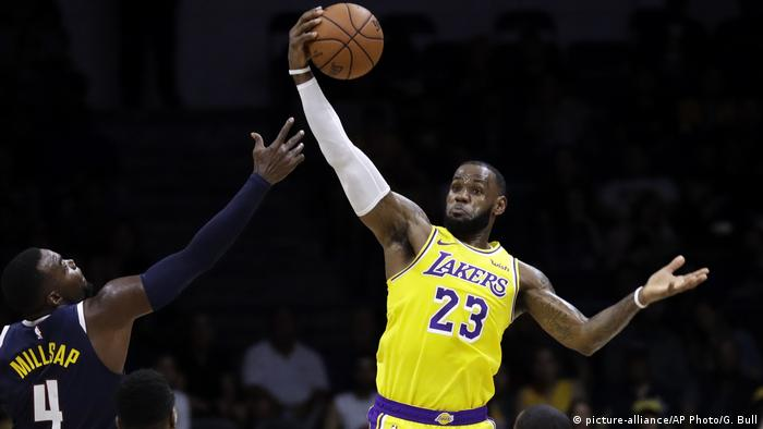 LeBron James (picture-alliance/AP Photo/G. Bull)