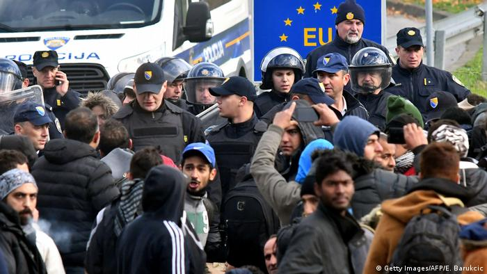 Migranti i hrvatski policajci na granici