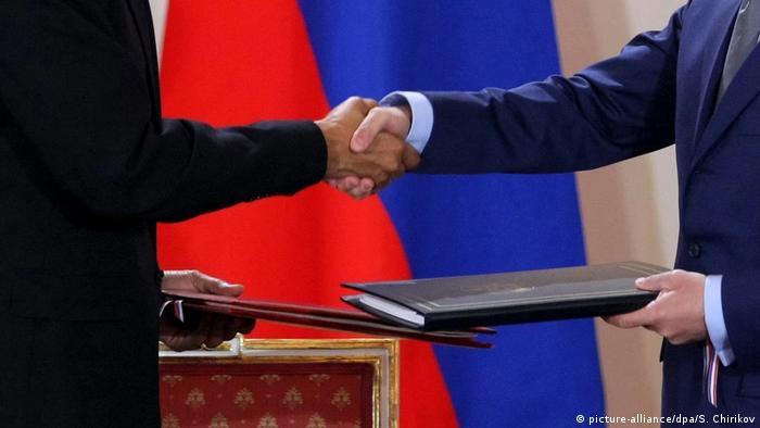 Tschechien Obama und Medwedew unterzeichnen START-Vertrag