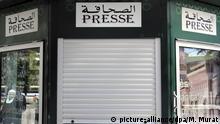 Marokko, Fes: Arabische Schriftzeichen - Presse