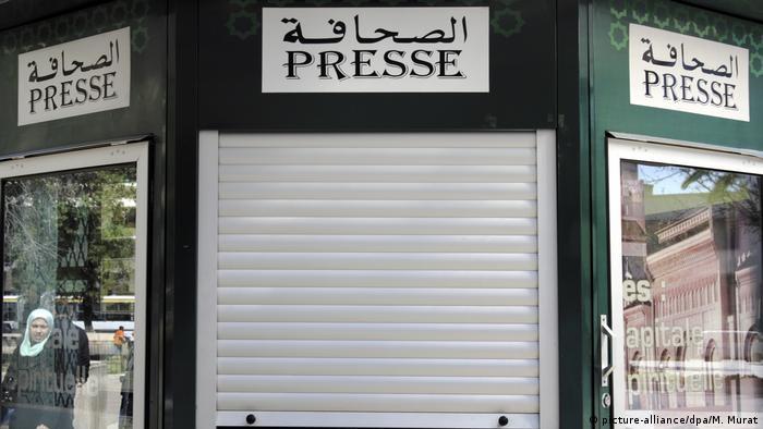 Marokko, Fes: Arabische Schriftzeichen - Presse (picture-alliance/dpa/M. Murat)