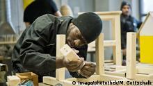 Ein Fluechtling aus Afrika arbeitet in einer Holzwerkstatt in der Ausbildungsvorbereitung fuer Fluechtlinge der Qualifizierungswerkstatt zur Berufsausbildung und einen handwerklichen Beruf des Traegers arrivo Berlin, 17.12.2015. Berlin Deutschland PUBLICATIONxINxGERxSUIxAUTxONLY Copyright: xMichaelxGottschalkx a Refugee out Africa works in a Wood workshop in the Ausbildungsvorbereitung for Refugees the to Vocational training and a craft Occupation the Arrivo Berlin 17 12 2015 Berlin Germany PUBLICATIONxINxGERxSUIxAUTxONLY Copyright xMichaelxGottschalkx