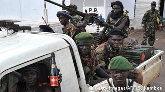 Zentralafrikanische Republik   Naturschutz in Krisengebieten   Soldaten vor dem Präsidentenpalast in Bangui