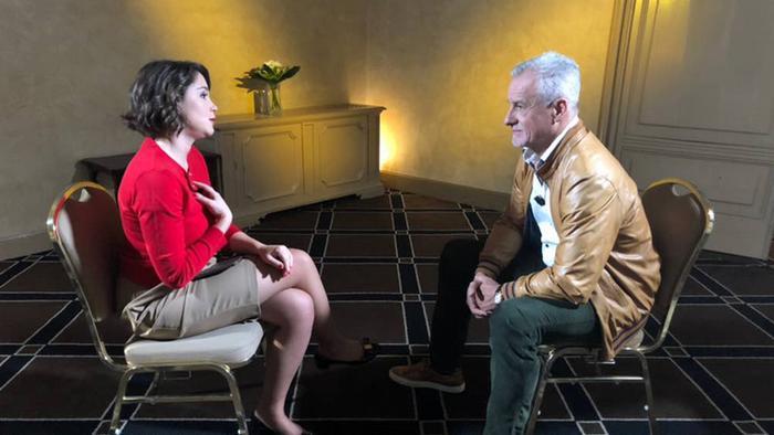 Сергей Ястржембский во время интервью Жанне Немцовой