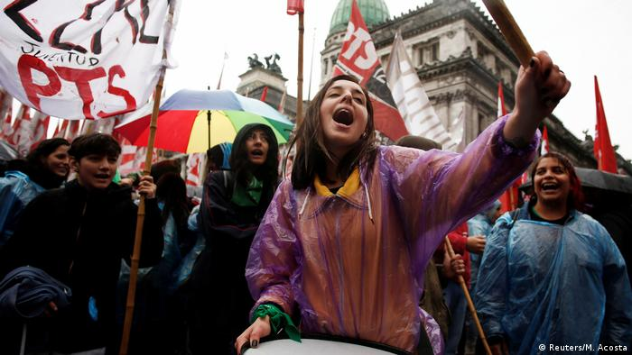 Argentinien Protest gegen Sparmaßnahmen der Regierung