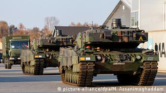 Norwegen Nato-Großmanöver «Trident Juncture» (picture-alliance/dpa/M. Assanimoghaddam)