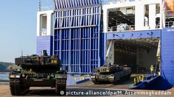 Norwegen Nato-Großmanöver «Trident Juncture» (picture-alliance/dpa/M. Assanimoghaddam)