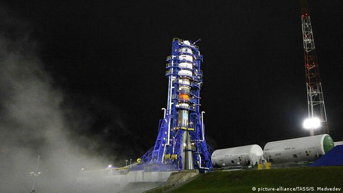 Ракета Союз-2.1б на стартовом столе космодрома Плесецк