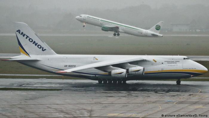 BdT Antonov Transport Flugzeug gelandet