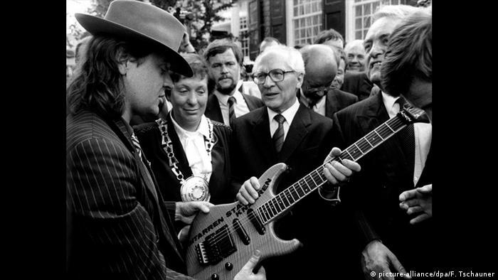 Udo Lindenberg offering a guitar to Erich Honecker