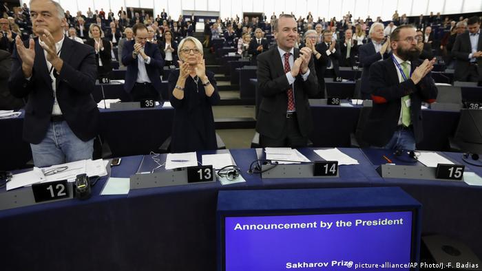 Депутати Європарламенту аплодують рішенню нагородити Сенцова