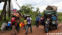 Congolese migrants expelled from Angola in a crackdown on artisanal diamond mining carry their belongings as they move to Tshikapa in Kasai province, near the border with Angola, in the Democratic Republic of the Congo, October 13, 2018. Picture taken October 13, 2018. REUTERS/Giulia Paravicini