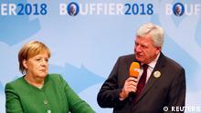 Deutschland, Fulda: Der hessische Ministerpräsident Volker Bouffier Bundeskanzlerin Angela Merkel nehmen an der letzten Wahlkampagne vor den bevorstehenden Landtagswahlen teil