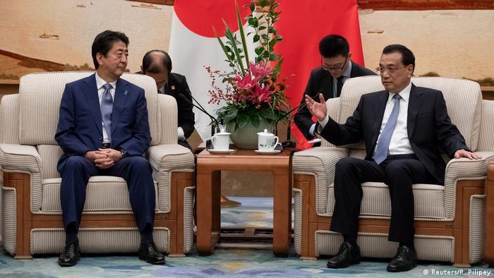 Chinese Premier Li Keqiang and Japanese Prime Minister Shinzo Abe