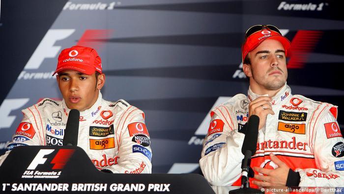 Formel Eins: Lewis Hamilton of Mclaren Mercedes und McLaren Mercedes Fernando Alonso (picture-alliance/dpa/J. Buettner)