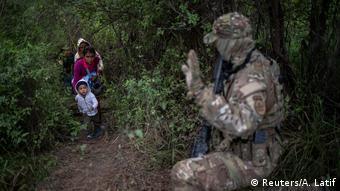 USA, Texas, Brownsville: Agenten der U.S. Border Patrol Tactical Unit bewachen die Grenze zu Mexiko