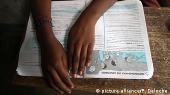 Symbolbild: Schule im Kongo (picture-alliance/P. Deloche)