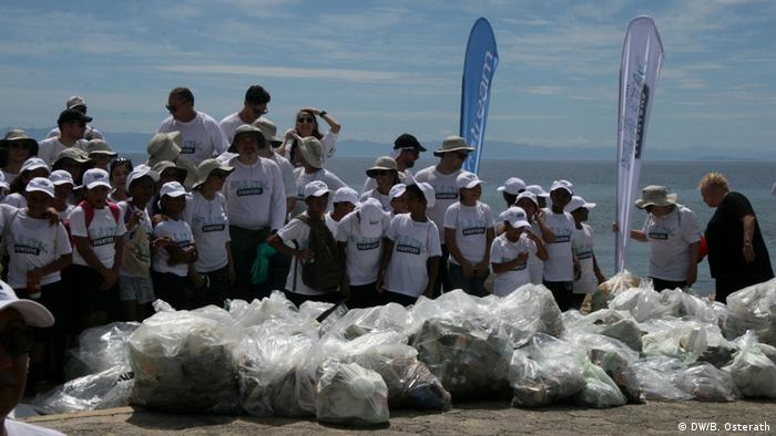 Beach Clean-up auf Roatán, Honduras