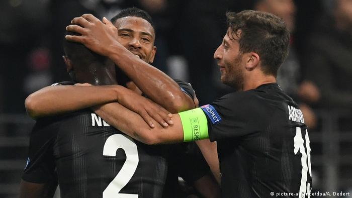 a36671f323 Jogadores do Frankfurt comemoram vitória contra Apollon na Europa League
