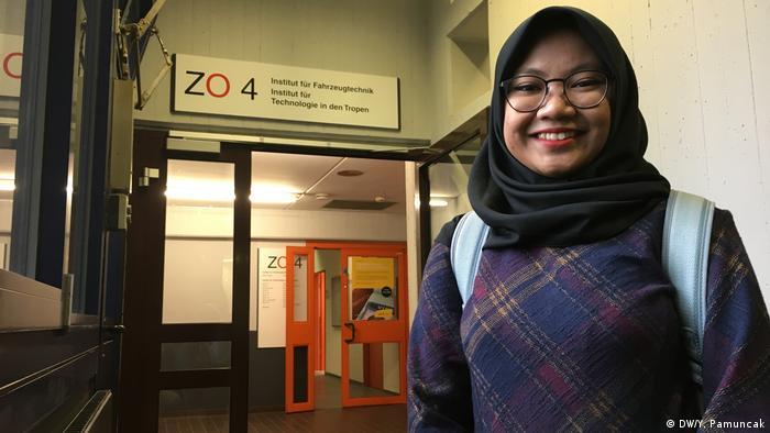 Köln Igib Prasetyaningsari aus Bogor, Studentin aus Indonesien (DW/Y. Pamuncak)
