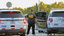 Police outside the U.S. Post Office Royal Palm Processing & Distribution Center, on Thursday, October 25, 2018, in Opa-locka, FL, USA. Reportedly, at least some of the mail bombs recently sent to former President Obama and others may have been sent through the facility. Photo by C.M. Guerrero/Miami Herald/TNS/ABACAPRESS.COM  