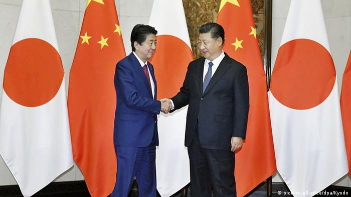 Japanese Prime Minister Shinzo Abe shaking hands with Chinese President Xi Jinping