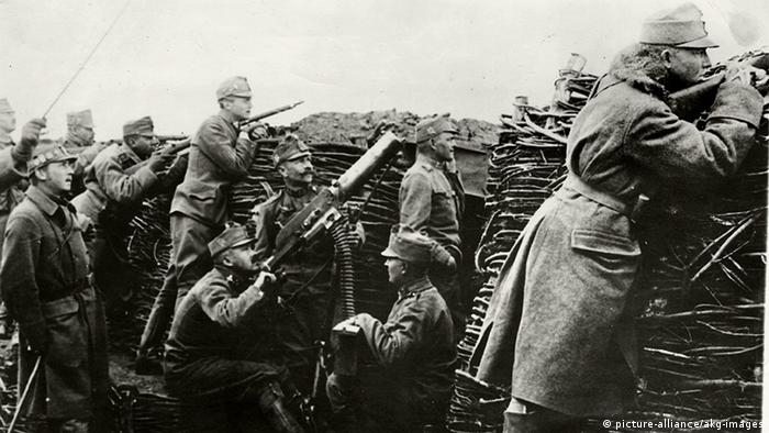 WW1 trench warfare in Austria (picture-alliance/akg-images)
