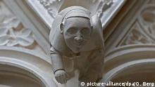 Kölner Dom Steinfigur Papst Franziskus