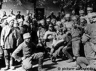 Під час Першої світової українці воювали в арміях Російської та Австро-Угорської імперій (на фото - військовополонені російської армії у Галичині)