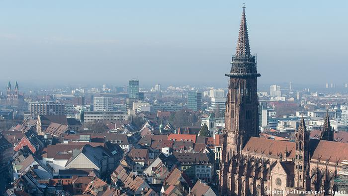Freiburg Stadtansicht (picture-alliance/dpa/P. Seeger)