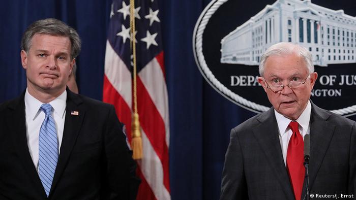 Директор ФБР Кристофер Рэй и генпрокурор США Джефф Сешнс
