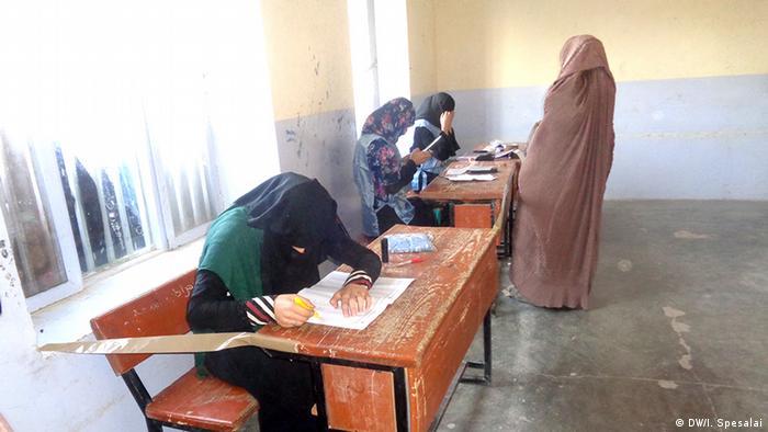 Kandahar Wahl in Afghanistan - Bürger wählen trotz Sicherheitsrisikos (DW/I. Spesalai)