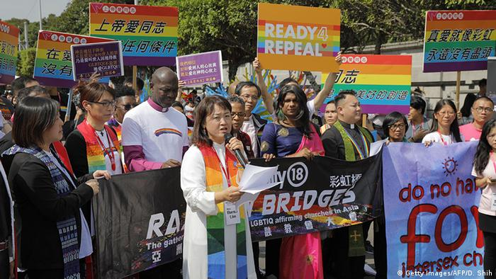 Taiwan LGBT activists press for right to marry