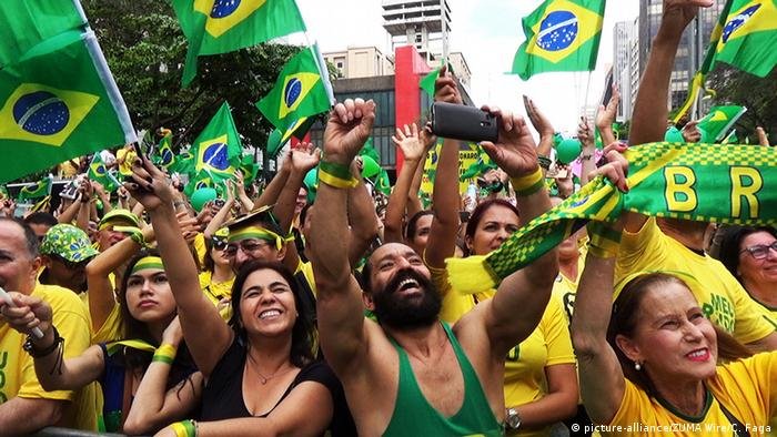 Bolsonaro supporters in Sao Paulo (picture-alliance/ZUMA Wire/C. Faga)