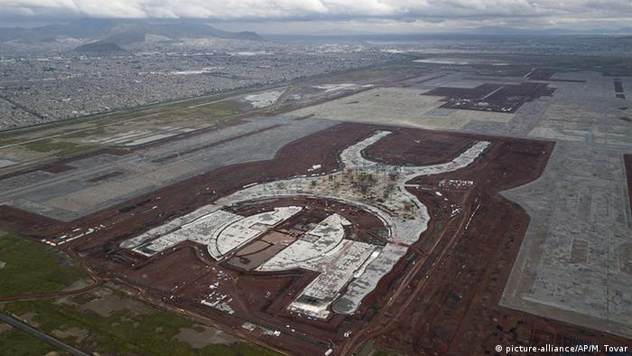 Mexiko: Bau des neuen Flughafens in Texcoco (picture-alliance/AP/M. Tovar)