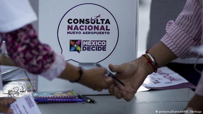 Mexiko - Volksabstimmung über Flughafenprojekt