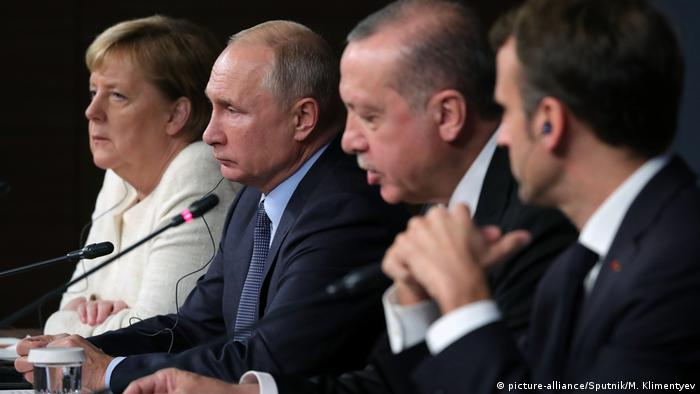 Russian President Vladimir Putin, Federal Chancellor of Germany Angela Merkel, President of Turkey Recep Tayyip Erdogan, second right, and President of France Emmanuel Macron, right, during a joint press conference on Syrian political settlement and socioeconomic restoration of Syria (picture-alliance/Sputnik/M. Klimentyev)