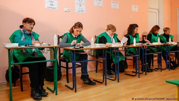 Президентские выборы в Грузии 2018 года: на одном из избирательных участков в Тбилиси