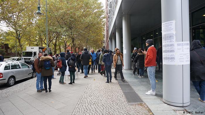Brasilianer in Berlin wählen den neuen Präsident (DW/C. Neher)