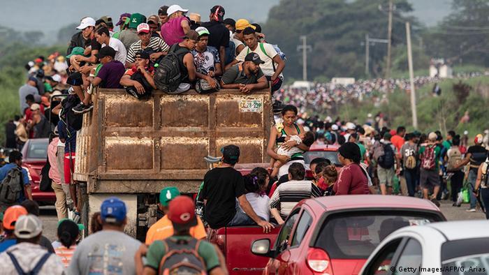 Honduras'tan yola çıkanlar ABD'ye ulaşmayı hedefliyor