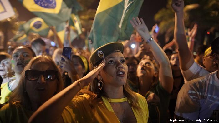 Partidários de Bolsonaro comemoram vitória eleitoral no fim de outubro, Rio de Janeiro